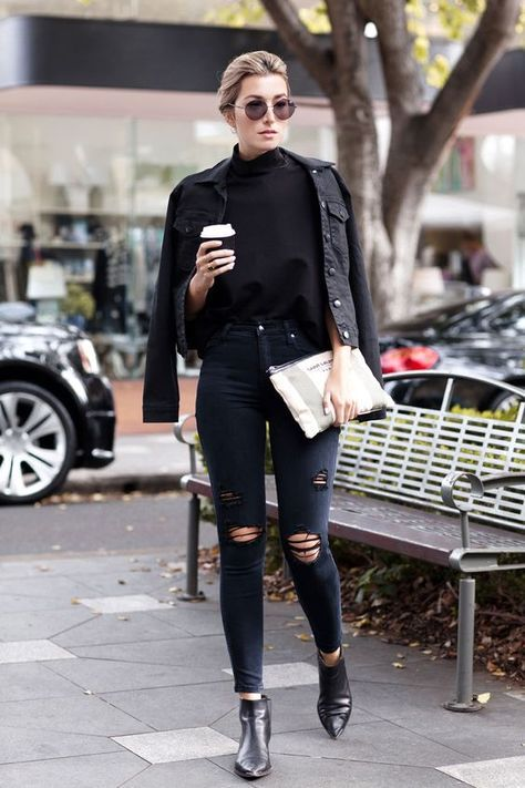 08-all-black-look-with-a-tee-a-jacket-and-ankle-boots